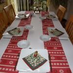 ...den Tisch schön zu decken (leider nur für fünf, da ein Familienmitglied die Reha genießen muss)...