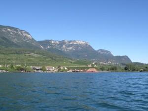 Auf dem Kalterer See mit Blick auf Kaltern